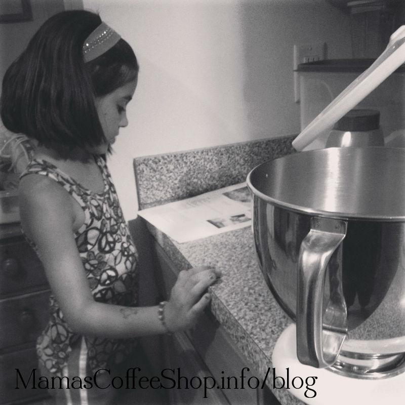 MamasCoffeeShop-HelpingInTheKitchen